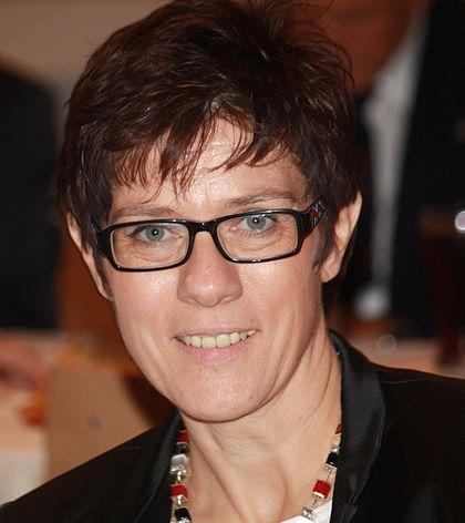 Annegret Kramp Karrenbauer S Neue Frisur November 2020